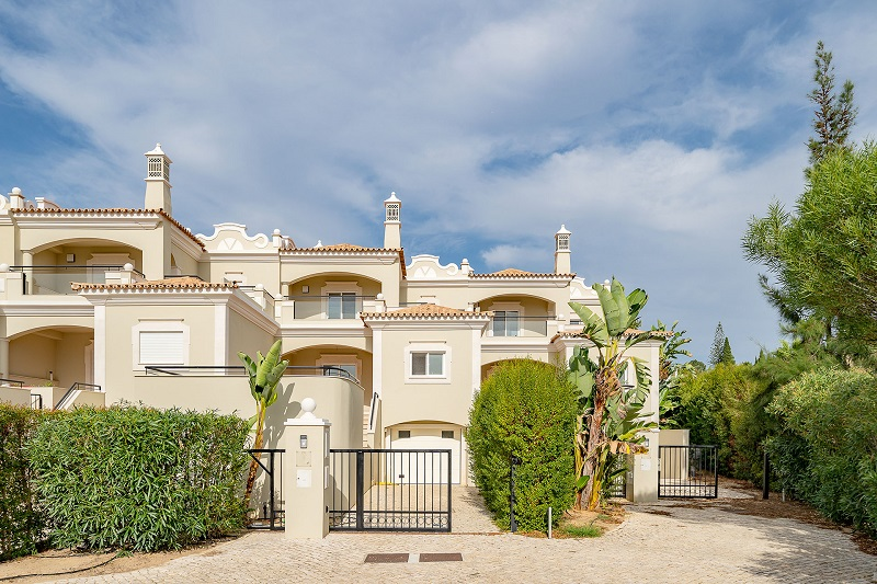 4 Bed Property Bank Repossession In The Crest Almancil Algarve